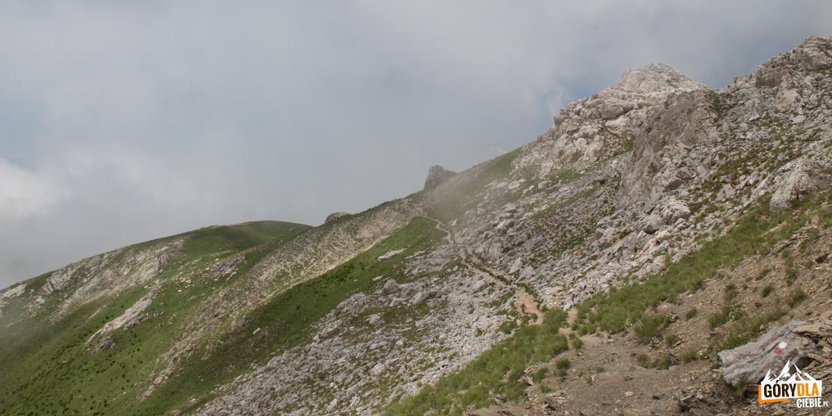 Widokowe trawersy zboczy dolin pod Korabem