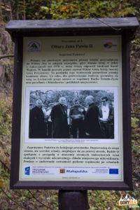 Tablice informacyjne ścieżki edukacyjnej w kamieniołomie Góry Wdżar