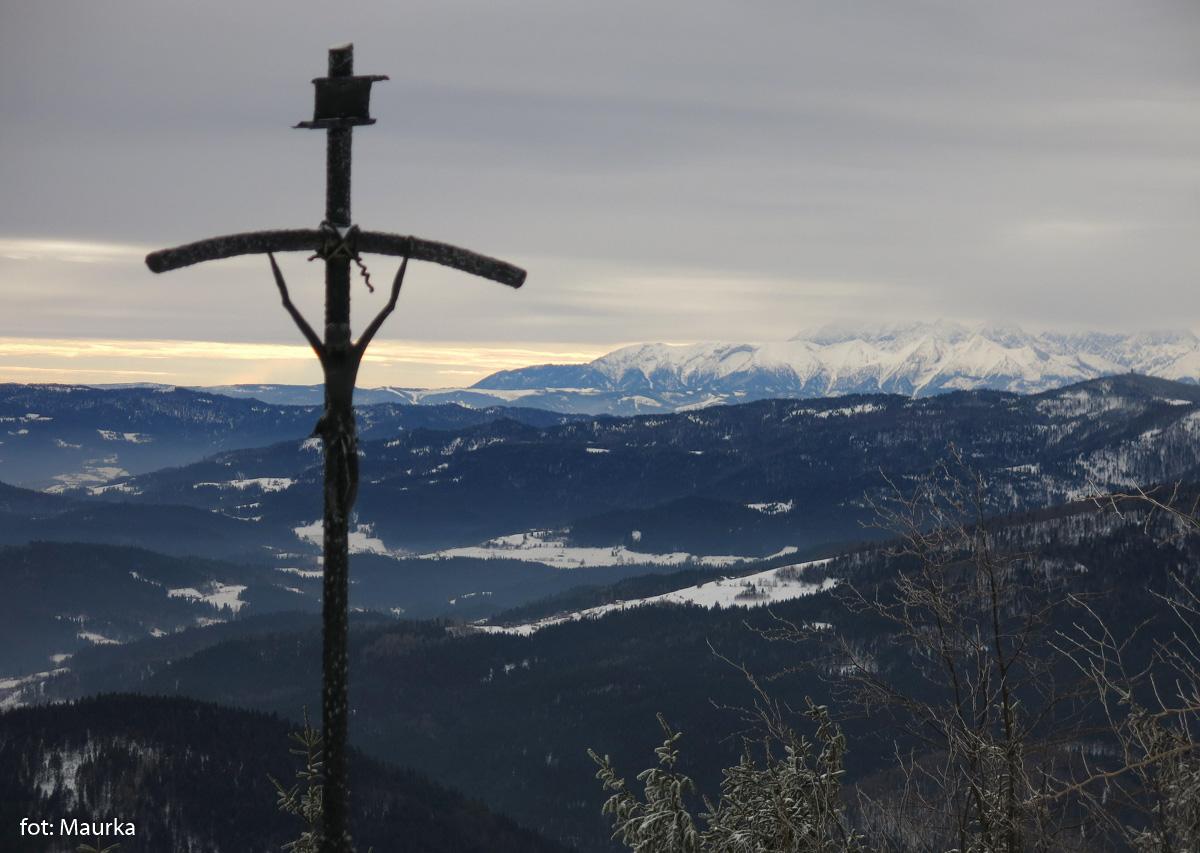 Krzyż Papieski pod Mogielicą, zdj. Maurka