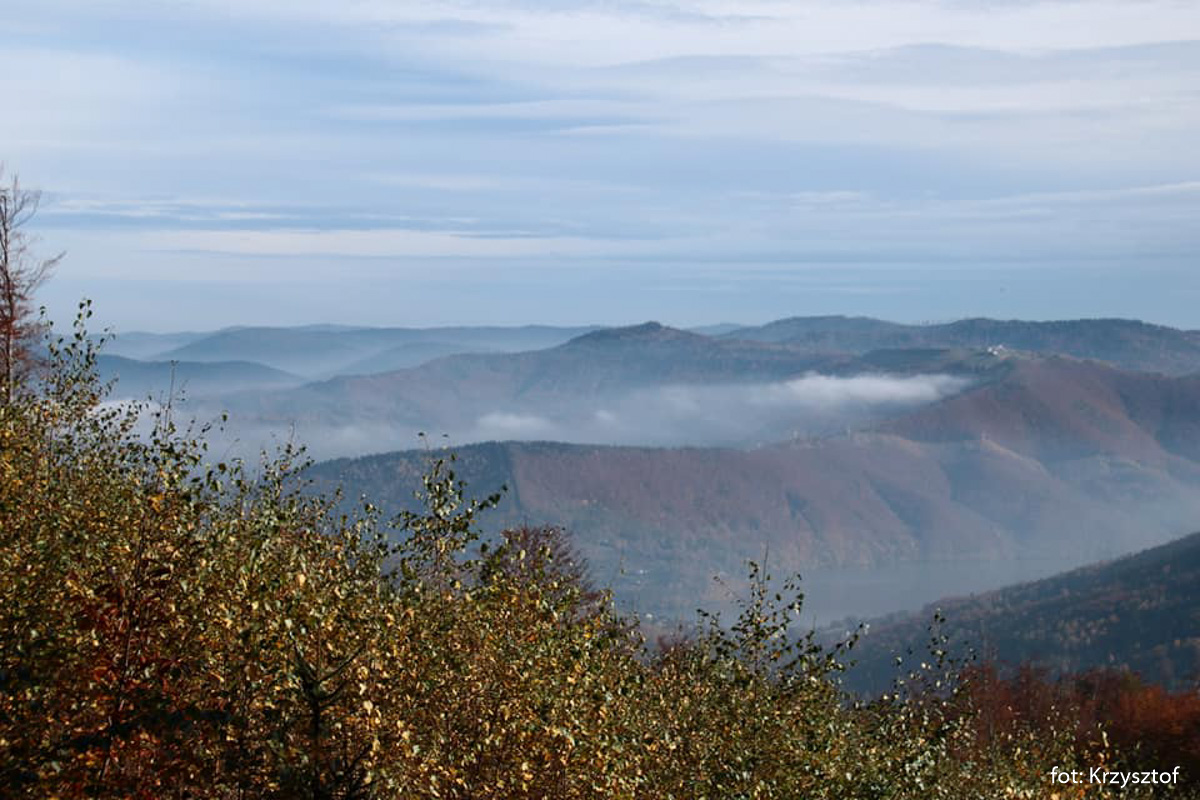 Ten sam widok po kilkunastu minutach - w dolinie Kozubnika znowu mgła się podnosi