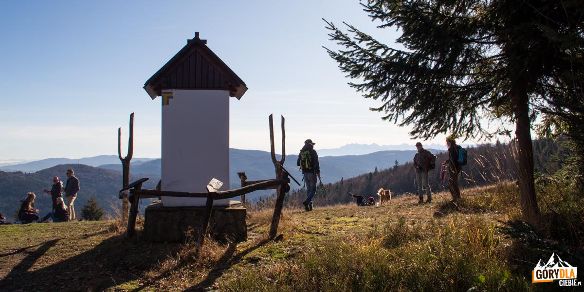 Kapliczka na szczycie Kutrzycy (1053 m)