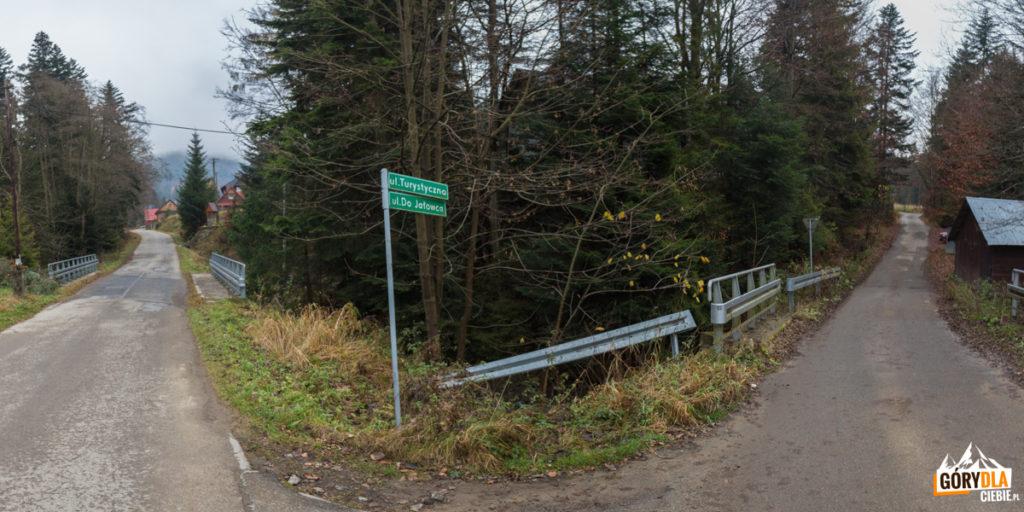 Koszarawa-Bytra i droga dojazdowa do bocznej dolinki i osiedla Pod Jałowcem