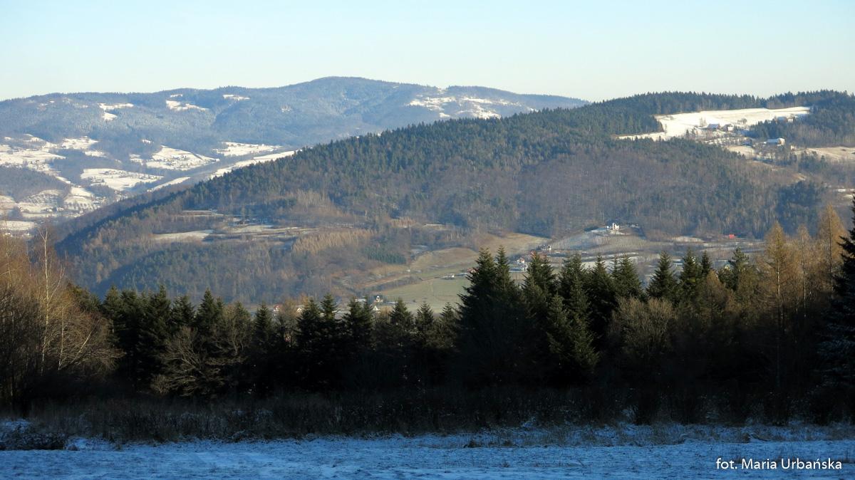 widoki na trasie z Tymbarku czarnym szlakiem na Łopień