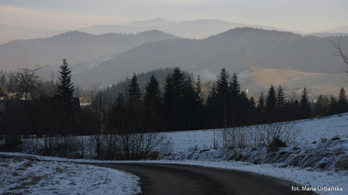 Fragment po asfalcie - droga na Maciejową