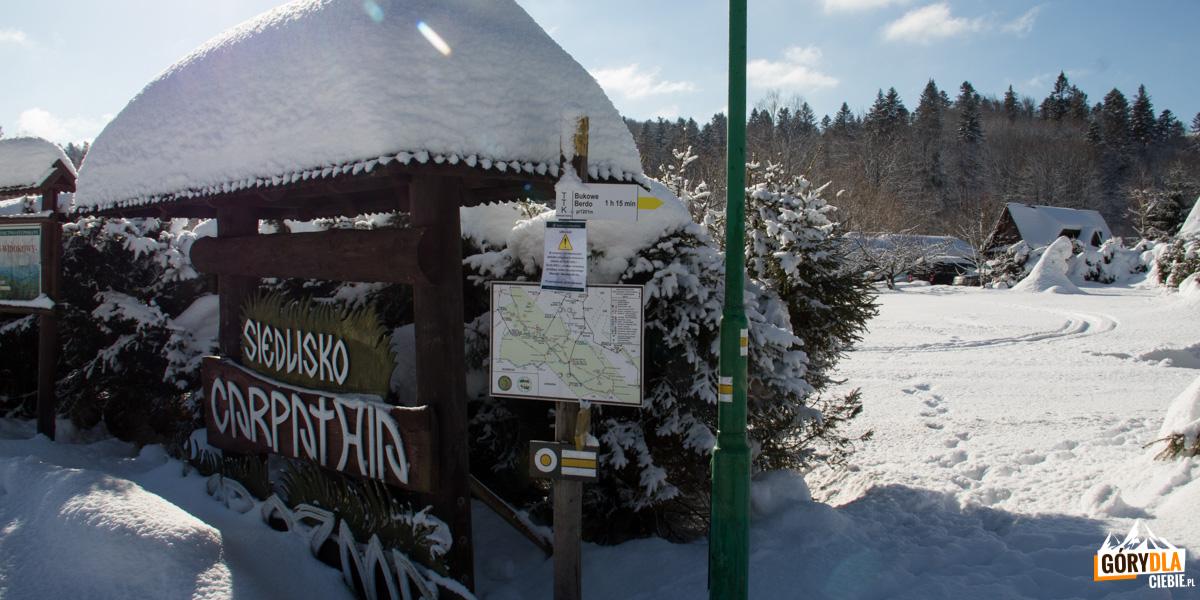 Muczne – początek żółtego szlaku prowadzącego na Bukowe Berdo