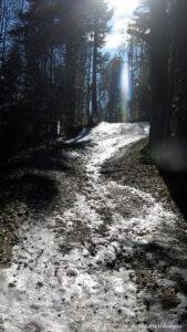 Oblodzona droga pod Kordowcem