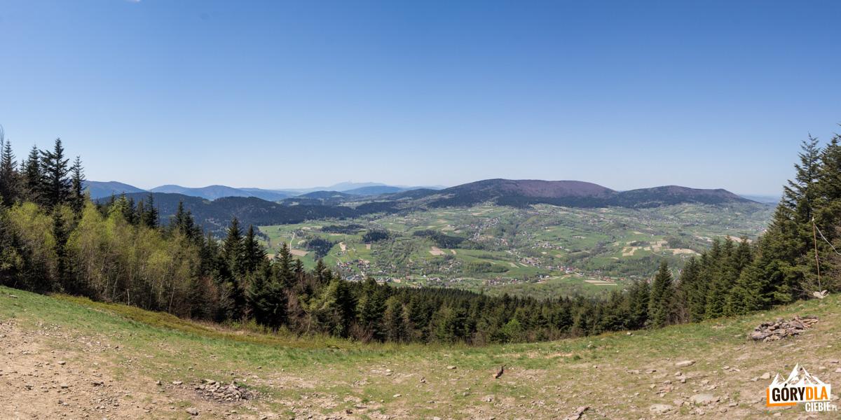Panorama z polany pod szczytem Cietnia - od lewej Lubogoszcz, Luboń Wielki, Szczebel, Babia Góra, Polica, Pilsko, Lubomir, Łysina i Kamiennik