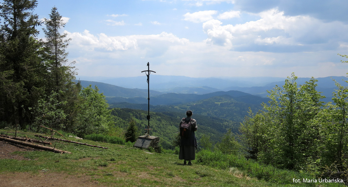 Krzyż papieski na polanie pod Mogielicą