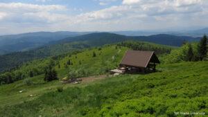 Widokowa wiata turystyczna nad Polaną Stumorgową
