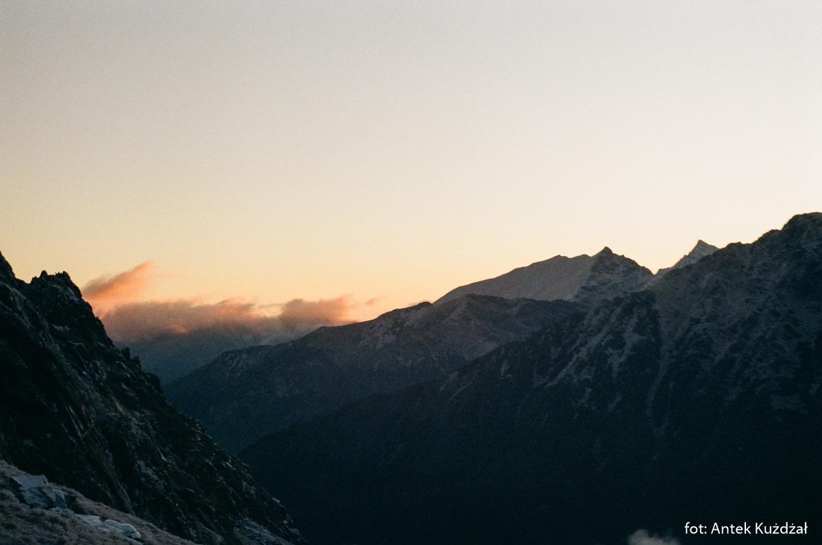 Widok spod Przełęczy Szpiglasowej w kierunku Szerokiej Jaworzyńskiej