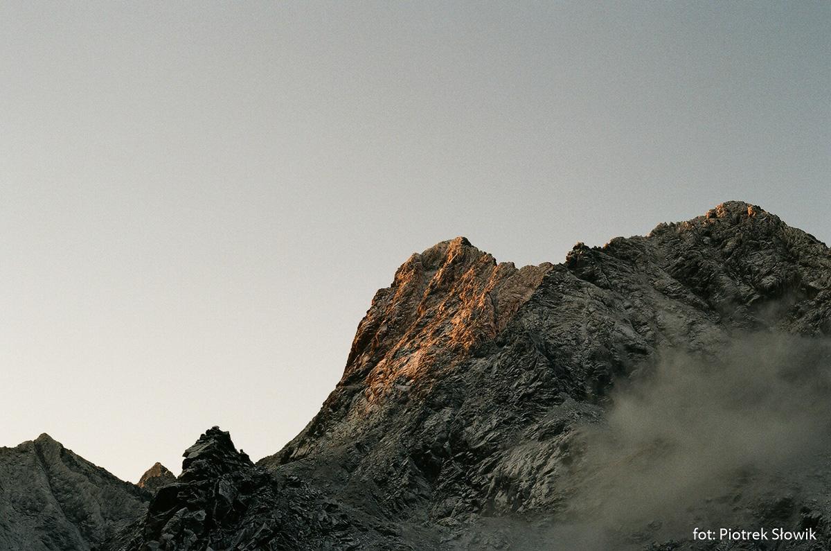 Wielki Mięguszowiecki Szczyt w promieniach wschodzącego slońca